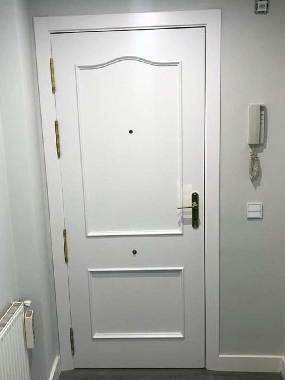 Lacado de puertas en Logroño