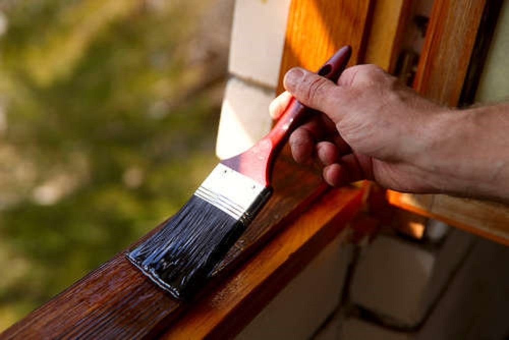 Como-se-barniza-una-ventana-en-Logroño
